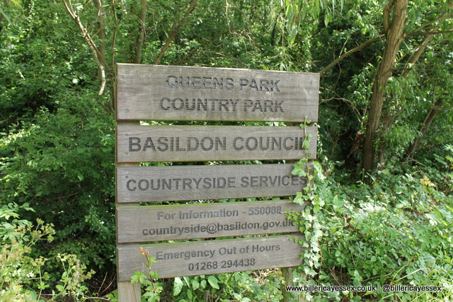 Queens Park country park sign