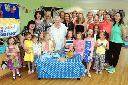 Buttsbury pre-school cut the cake