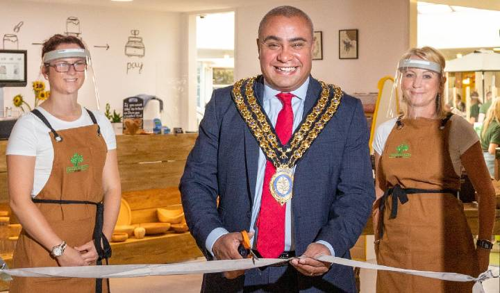 Alex and her mum Paula with the Mayor of Basildon, Councillor David Burton-Sampson, at the opening of the shop. (Credit: Bob Braine)